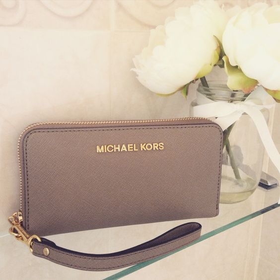 Michael Kors Canada: Up to 60% OFF Select Wallets