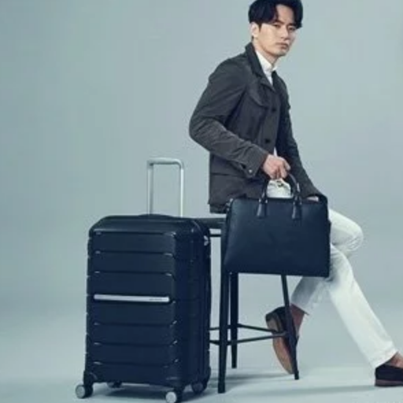 Hudson's Bay: 50% OFF Select Luggages